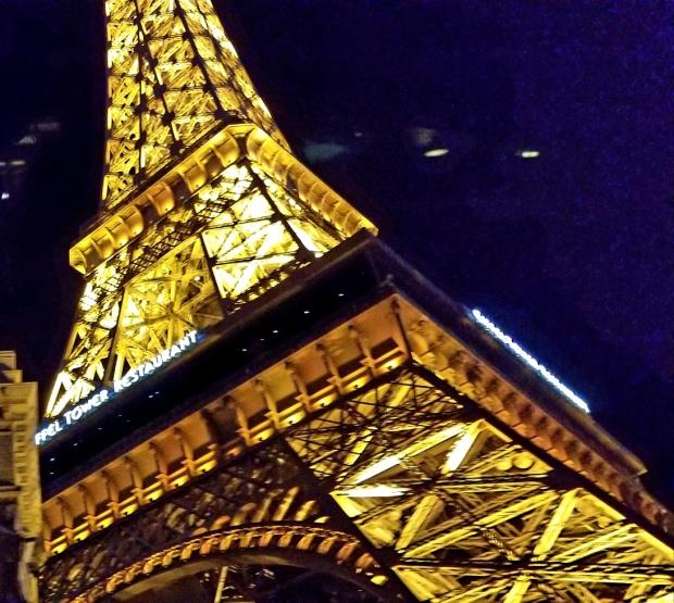LV Night eiffel tower