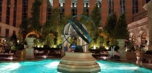 pool globe venetian
