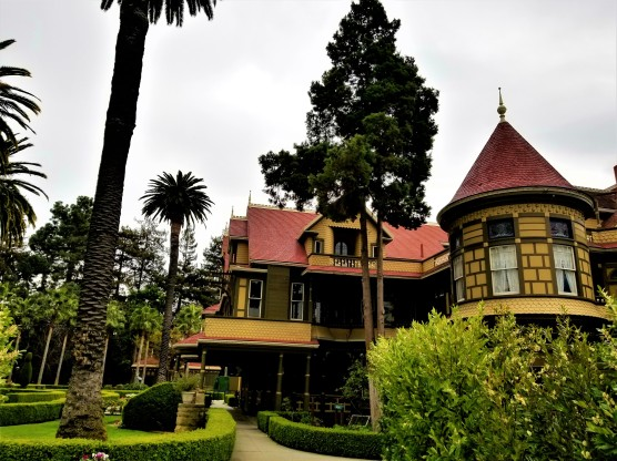 winchester mystery mansion side view2